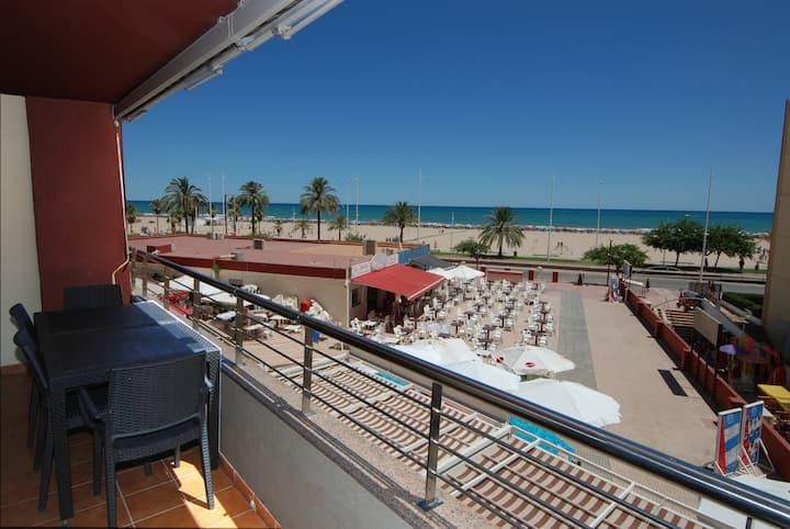 CHIMO 9. Beachfront Apartment. Premium. WIFI. Pool