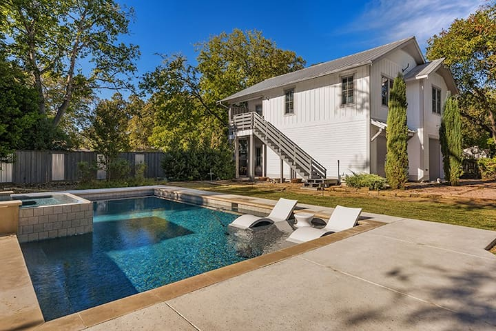 Pecan Villa with Access to Swimming Pool and Hot Tub