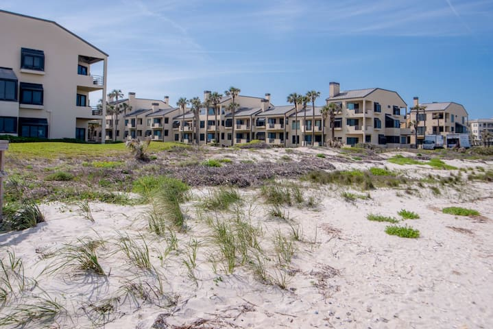 Oceanfront condo in Sawgrass Beach Club