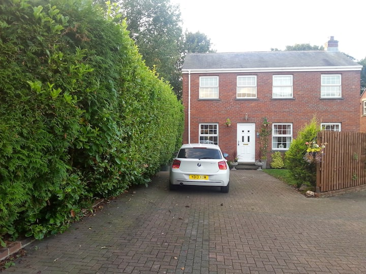 Detached centrally located (single room)