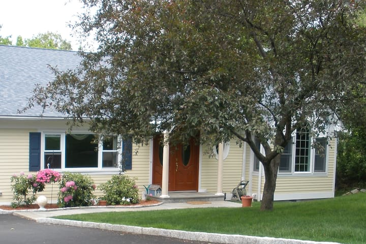Country Living Close to IBM, HVHC, & NYC, Pvt Room - Yorktown Heights - Casa
