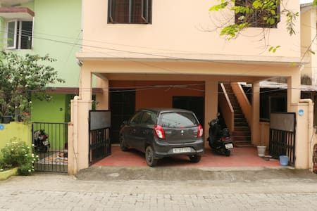 A beautiful, quite studio apartment at the heart of Cochin city. The studio apartment is in ground floor of an independent house, with all amenities including a car park and a cycle for guests t use.