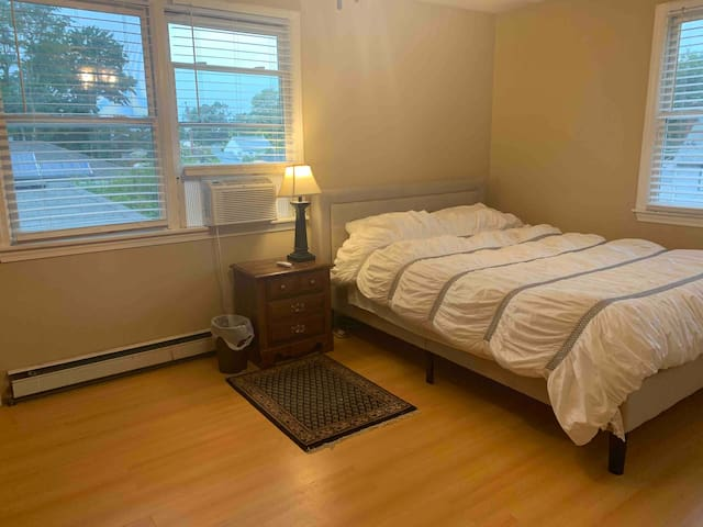 Private Room-Lake Neighborhood, Close to Xfinity!