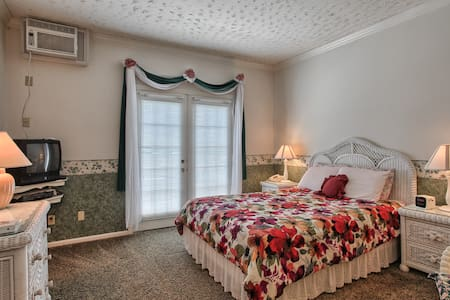 West Ridge Guest House Wicker Room - Elizabethtown - Bed & Breakfast