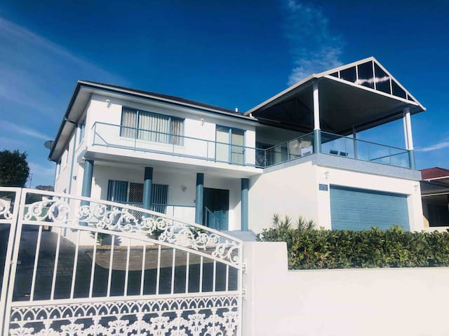 Large 6 Bed House with Separate Unit & Water Views