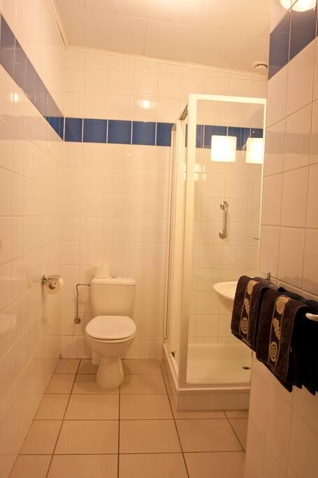 Iedere kamer heeft een eigen badkamer