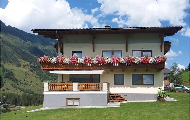 Stunning home in Rauris with 2 Bedrooms