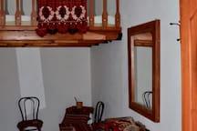 The Giannis-bedroom.