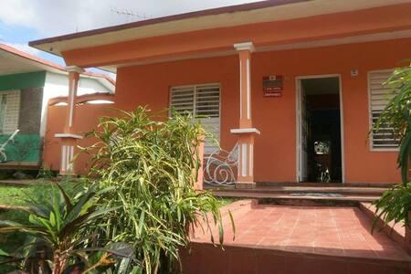 Casa Juan y Miriam Habitacion 2 - Viñales - Hus