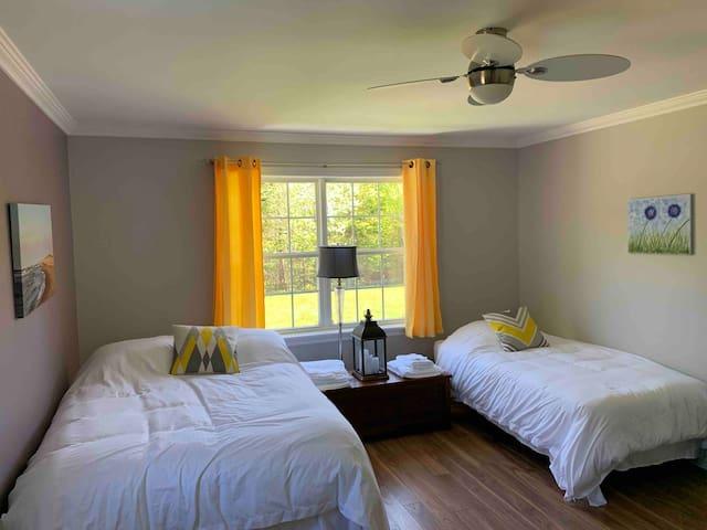 Sunny Peaceful Room in the Heart of Brackley Beach