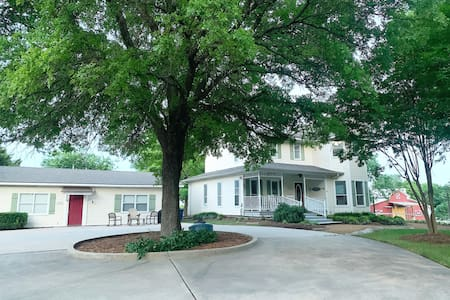 River Valley Place - Sleeps 18 in 2 farm houses!