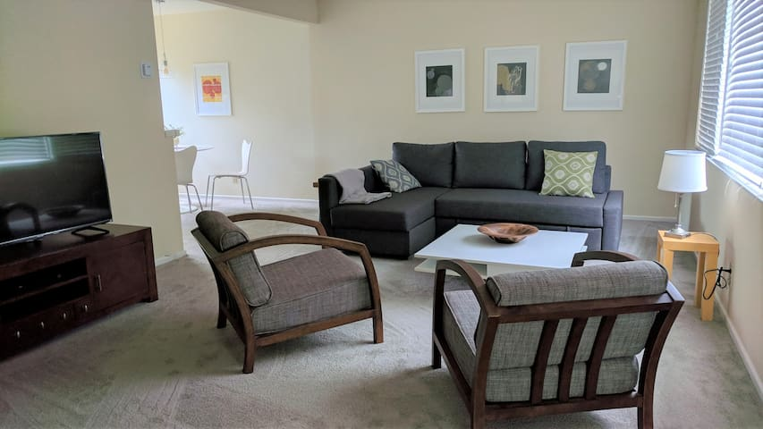 Modern 3 bed 2 bath Home By Parks & Wine Trail