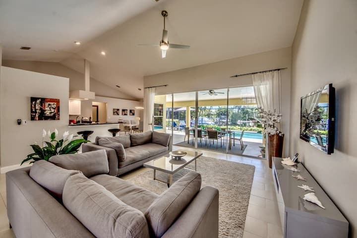 Villa 4Friends heated pool, modern design on water