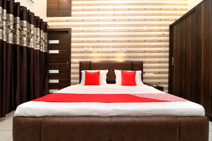 OYO Classic 1 BR Continental Stay At Sondhal Road
