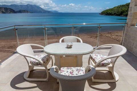 Brand New Luxury 1BR Apartment on Jaz Beach