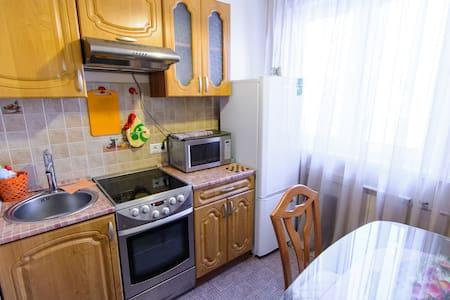 Уютная квартира, Новокузнецк ,центр - Novokuznetsk - Lägenhet