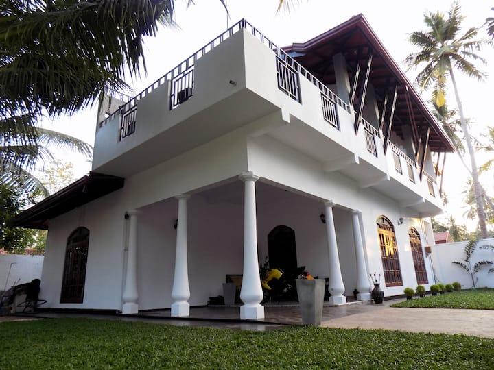 Prosperity Villa (Serendib Room)