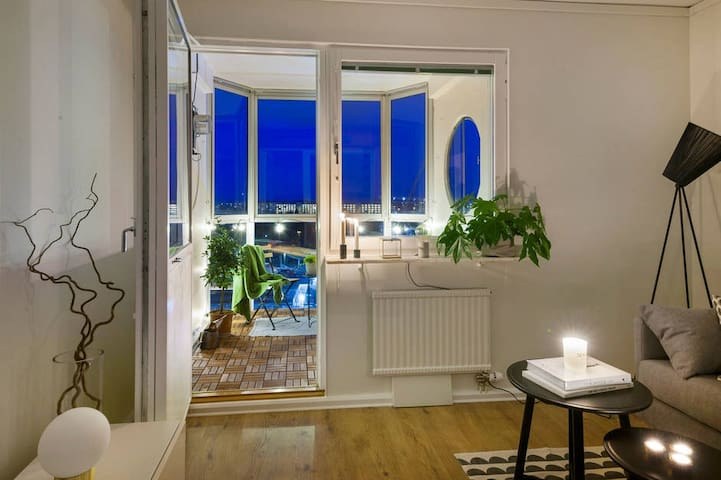 Bright 10th fl Apartment, Stockholm Easy Access