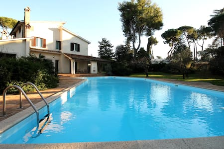 Lush 5Br Roman Country Villa with Pool - Roma
