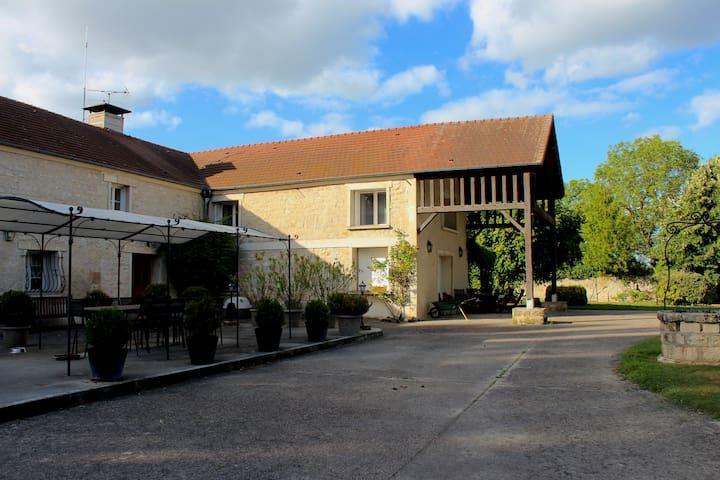 Superbe chambre dans ferme a 30 minutes de Paris - Boran-sur-Oise - Hus