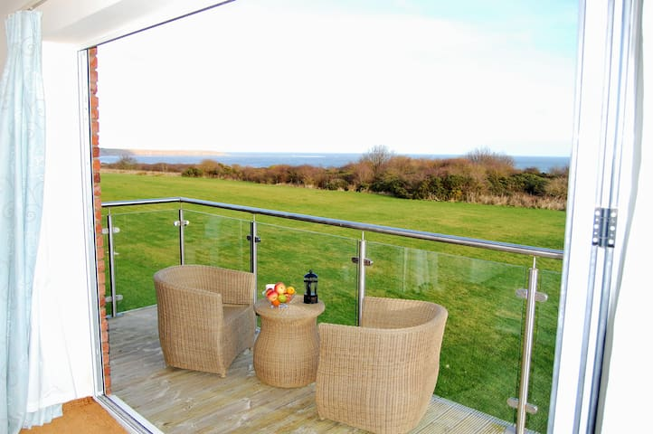 4-bed cottage, stunning sea views, beach/pool/wifi - Filey - Casa