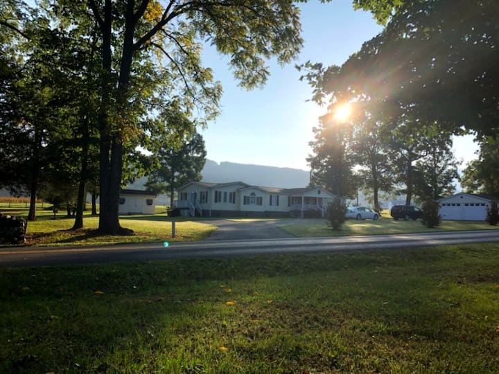 Walnut Lane - Large country home with private pool