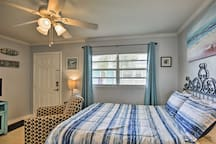 Sleep will come easy on this queen bed for 2 guests.