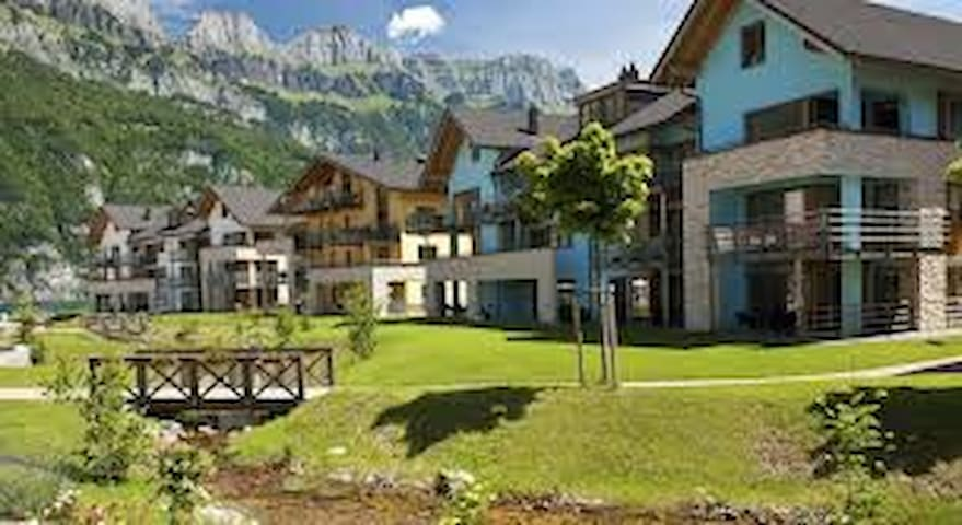 OFFER !!   ENJOY SPRING IN SWITZERLAND € 598 P.W. - Quarten - 公寓