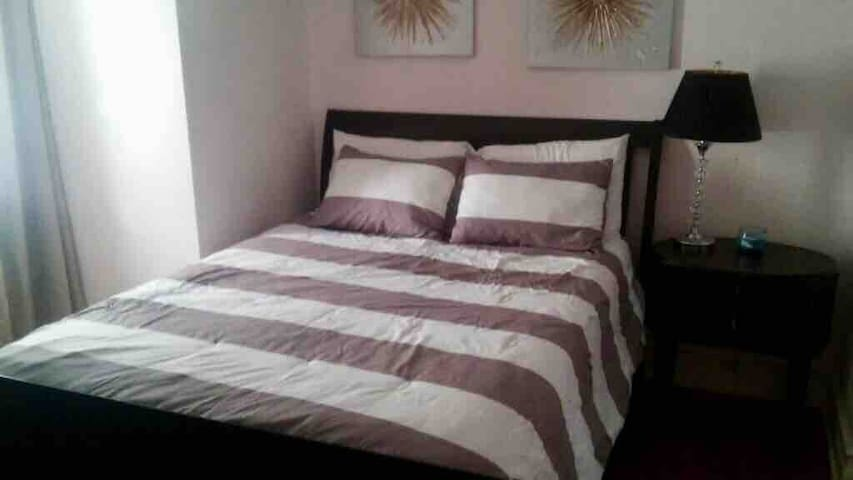 COZY 1 bedroom Apartment sleeps 4 & Free Parking