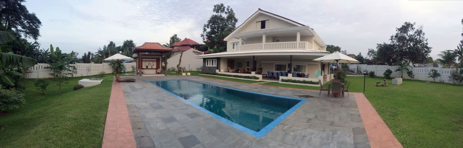VILLA RUMATATA; your vacation home. South Jakarta