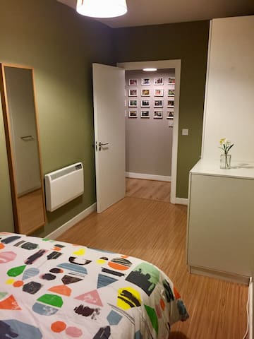 Gay friendly Double Room, Reuben Street Dublin 8 - Dolphins Barn - Apartment