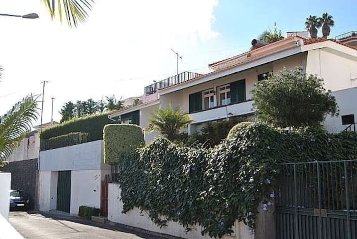 Lovely villa in best area of Funchal