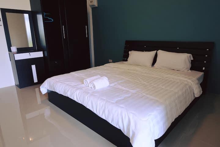 M2 Apartment by Khun Mai Baan Suan