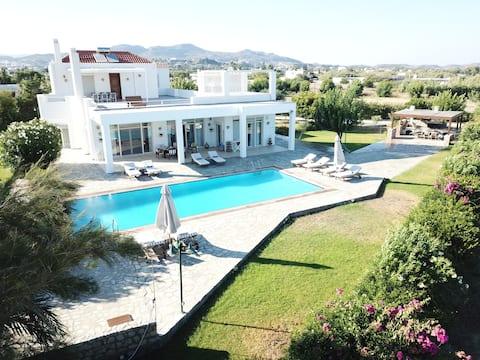 Belvedere Beachfront Villa in Rhodes