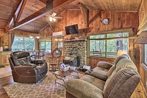 Secluded Stanardsville Cabin w/ 10 Acres & Hot Tub