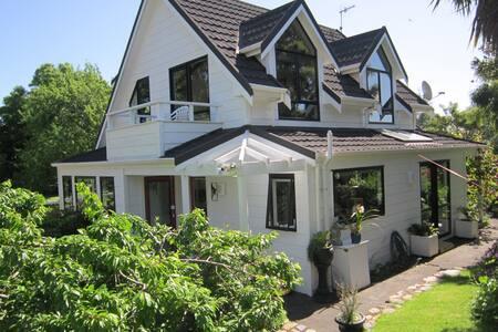 Kapiti  home  with garden setting - Wellington