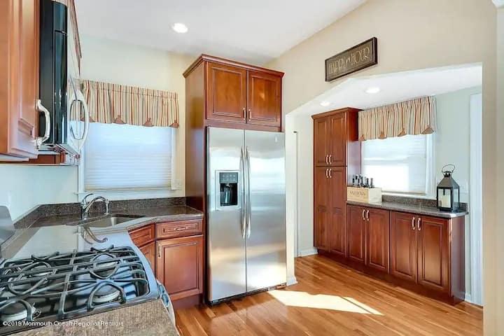 Belmar Retreat - entire house - 5 Bedrooms
