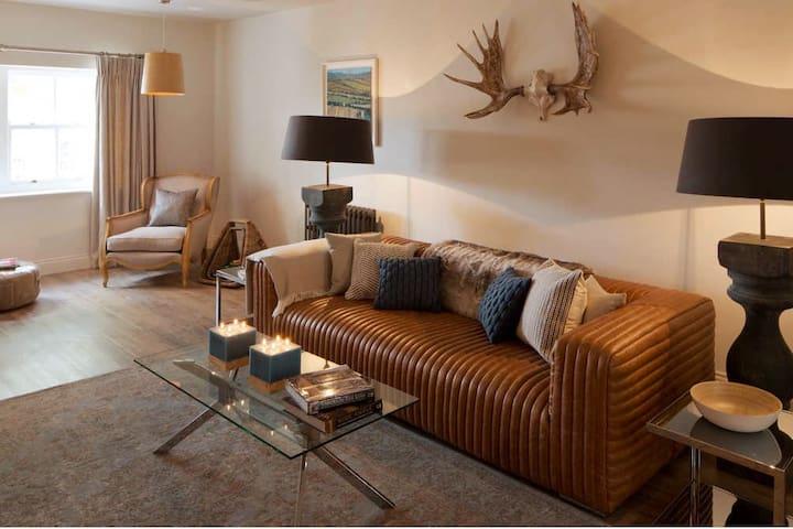 Modern comfort on the High Street of Moreton-in-Marsh.
