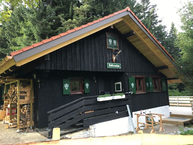 Tobleralpe - Selbstversorgerhütte mit viel Komfort