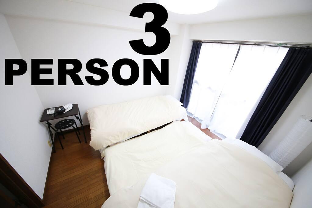 3名で寝るときは布団をご用意しております。