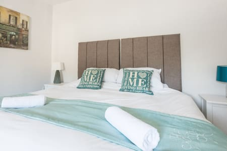 Newlyn House - Kingsize/Twin Bedroom - Christleton