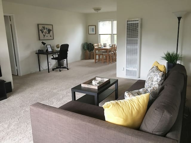 2BR Steps From Downtown Menlo Park