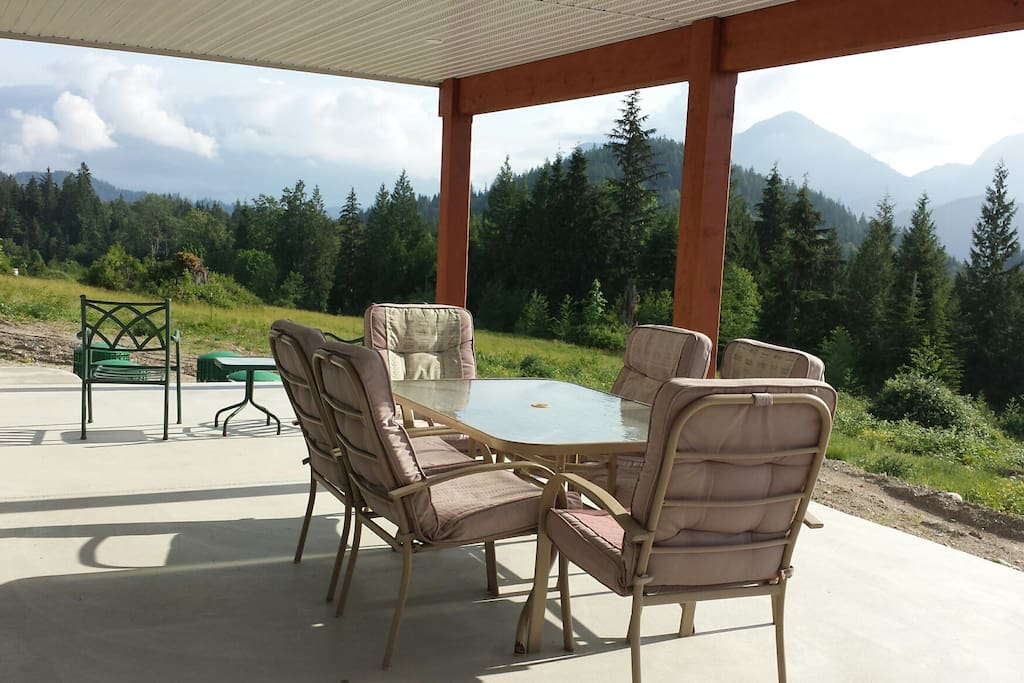 From the Garibaldi Range to Mount Baker guests enjoy a 180 degree mountain view from their private covered patio