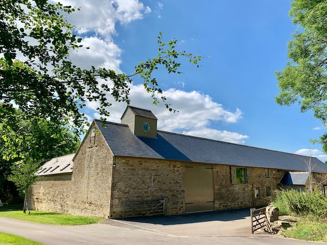 Capacious Cotswold Stone Barn -  Private Apartment