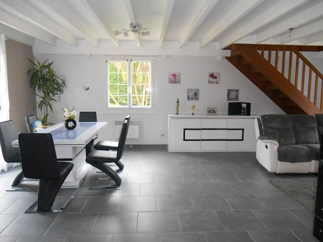 Maison de campagne spacieuse - Saint-Christophe-du-Foc