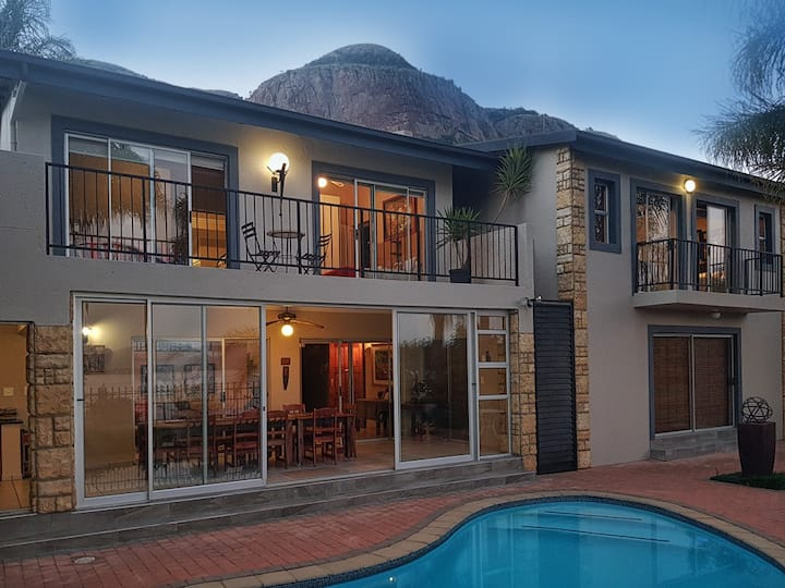 Hartbeespoort dam self catering house with a view