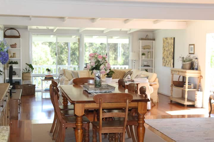 Hampshire Farmhouse Southern Forests WA