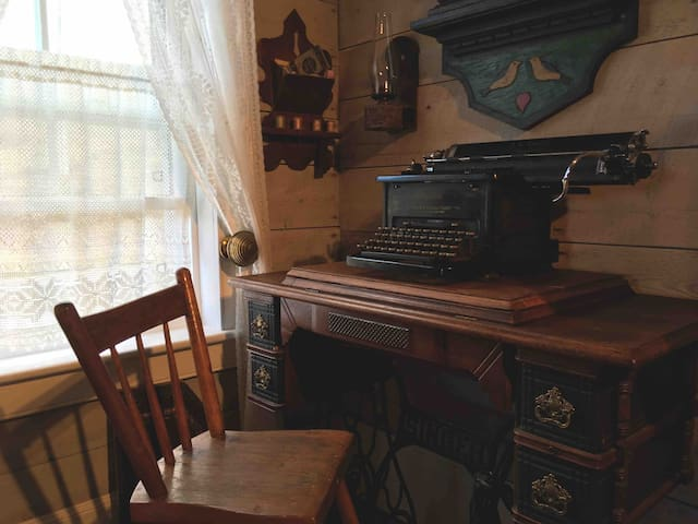 #oldfashioned    #typewriter compose your 19th century text msg...