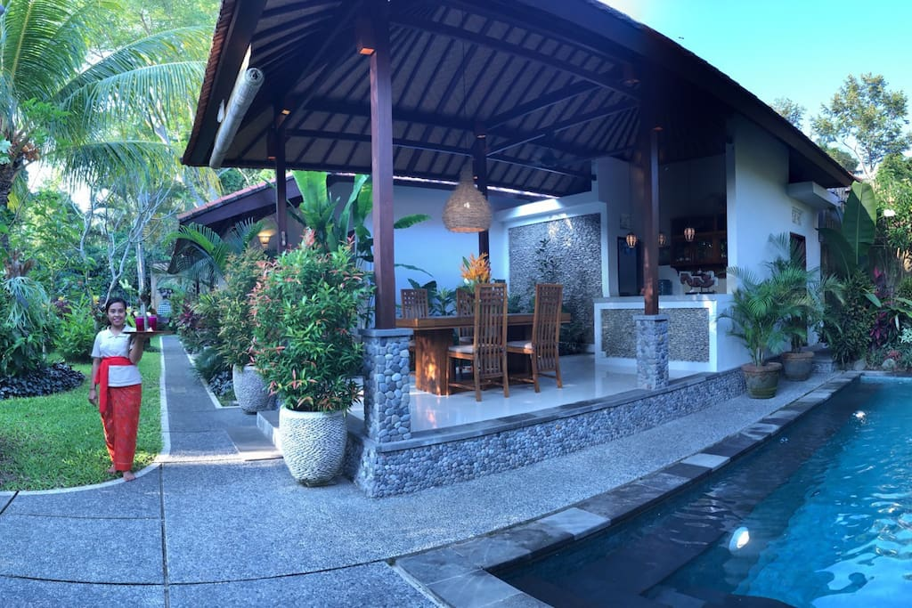 Tranquility, lush tropical garden, open air dinning and kitchen, with rice field and ancient temple across.