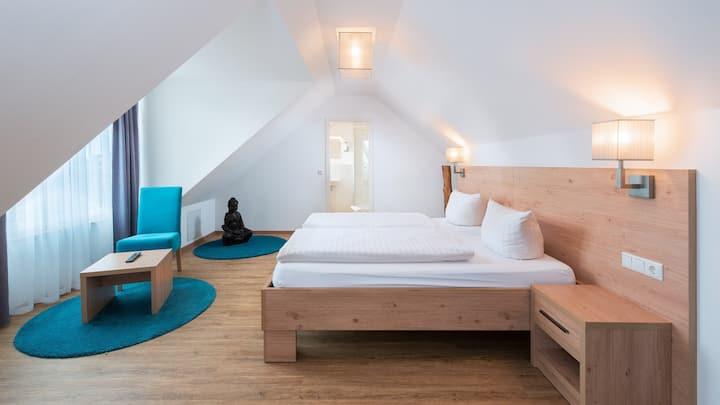 Hotel Stadtvilla Central (Schweinfurt), Maisonette-Wohnung mit klassischen Möbeln und Holzböden